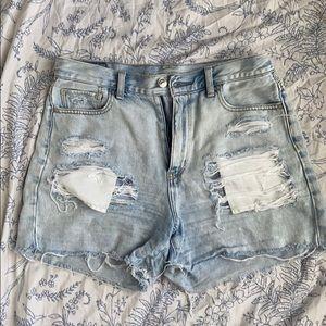 Mom Shorts AE Light Washed